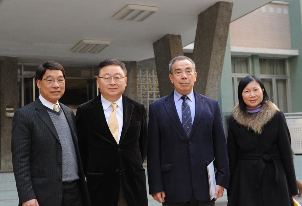 当日,熊宏海博士与林占士先生亦到访本校音乐系,与系主任潘明伦教授及图片